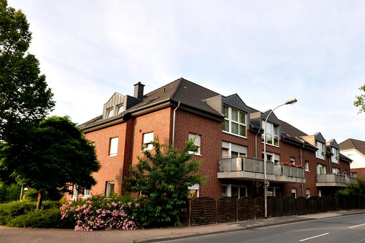 Mehrfamilienhaus Toenisvorst Bösl Immobilien vorne